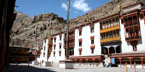 Leh Hotel Booking